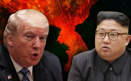 """도널드 트럼프 미 대통령은 9일(현지시간) 백악관 각료회의에서 북?미 정상회담과 관련해 """"다음 달 또는 6월 초에 그들(북한)과 만나는 것을 여러분이 볼 수 있을 것 같다""""고 말했다."""