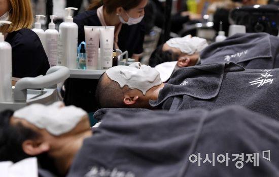 [포토] '남자들도 피부 관리의 시대'