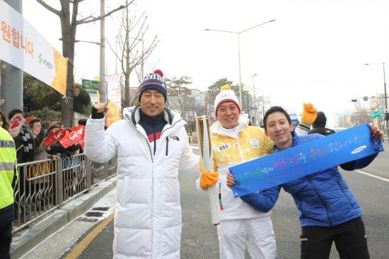 문석진 서대문구청장, 평창올림픽 성황 봉송 응원