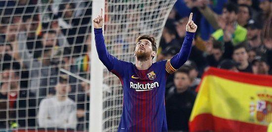 21일(현지시간) 스페인 세비야의 에스타디오 베니토 비야마린에서 열린 2017-2018 프리메라리가 레알 베티스와의 경기에서 FC 바르셀로나의 리오넬 메시가 득점 후 세리머니를 펼치고 있다./사진=연합뉴스