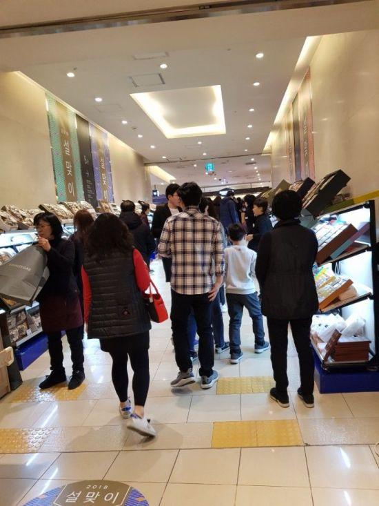 올해 설 연휴를 앞둔 11일 신세계백화점 영등포점 설 선물세트 특설매장.