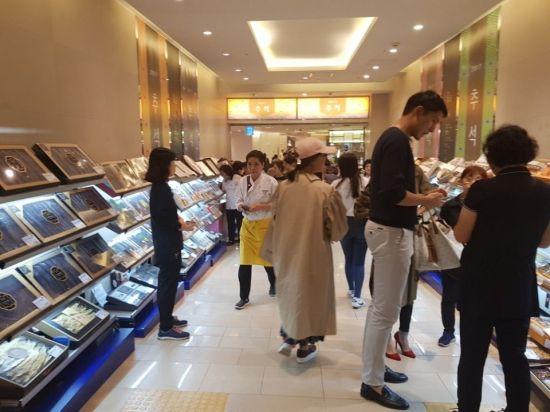 작년 추석 연휴를 앞둔 신세계백화점 영등포점 설 선물세트 특설매장.