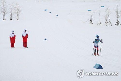 우리선수 응원하는 북한 코치진 / 사진=연합뉴스
