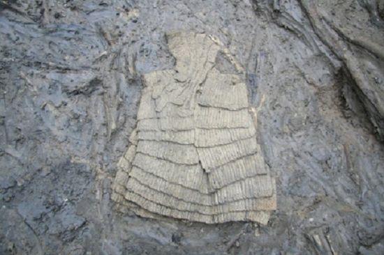 지난 2007년, 부산지하철 3호선 공사현장에서 발견된 옛 조선군이 착용했던 찰갑 모습(사진=연합뉴스)