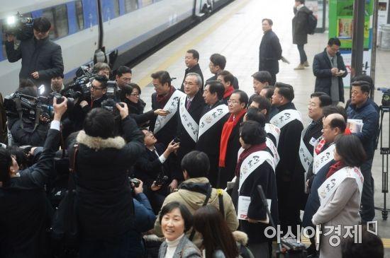 [포토]서울역 찾은 자유한국당