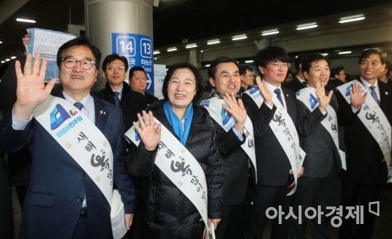 [포토]서울역 찾은 더불어민주당