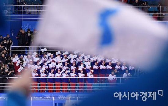 [포토] 남북 단일팀 응원