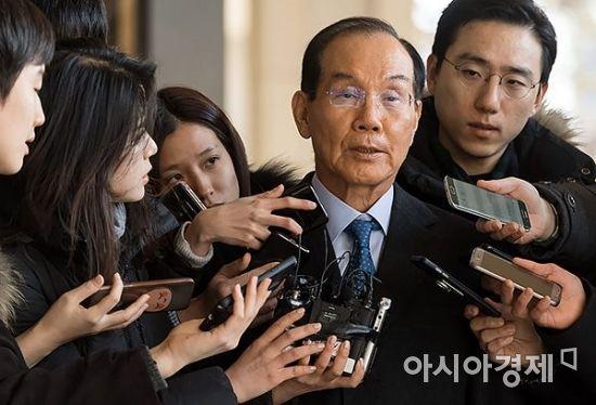 [포토] 검찰 출석 한 이학수 전 삼성 부회장