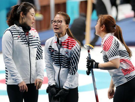 2018 평창동계올림픽에서 은메달을 딴 여자 컬링 대표 선수들[이미지출처=연합뉴스]