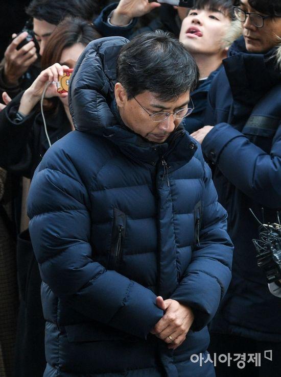 여비서 성폭행 의혹을 받고 있는 안희정 전 충남도지사가 9일 서울 마포구 서부지검으로 출석하고 있다./강진형 기자aymsdream@
