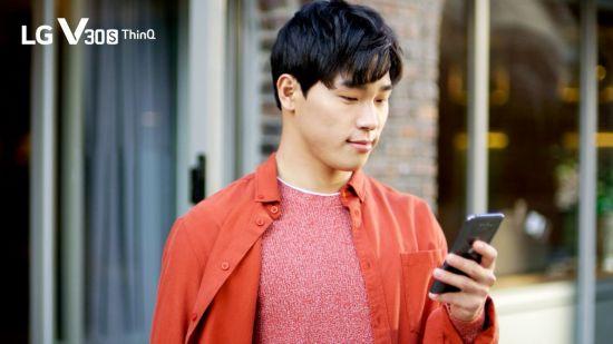 LG V30S 새 얼굴은 스켈레톤 윤성빈