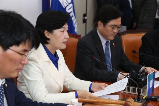 추미애 더불어민주당 대표가 14일 최고위원회의에서 발언하고 있다. 사진=연합뉴스