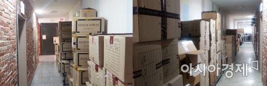 13일(왼쪽)과 지난달 3일(오른쪽) 마리오아울렛 비상구 앞 통로. 종이 상자 등 가연성 물건이 가득하다.(사진=오종탁 기자)