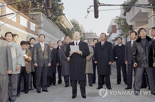 골목길 국민성명 발표하는 전두환 전 대통령.사진=연합뉴스