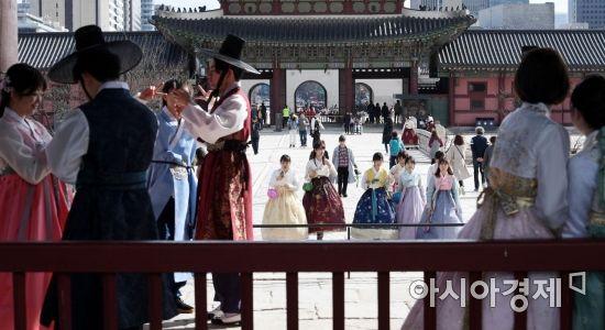 [포토] '따뜻한 봄날 경복궁 즐기기'