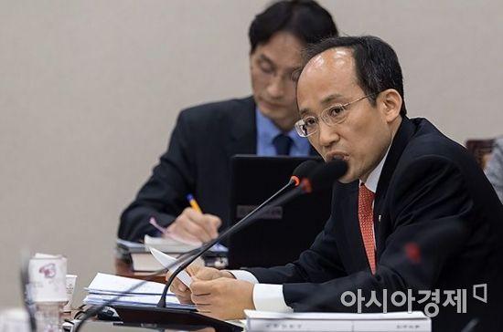 추경호 자유한국당 의원이 21일 국회에서 열린 이주열 한국은행 총재 후보자 인사청문회에서 질의하고 있다./윤동주 기자 doso7@