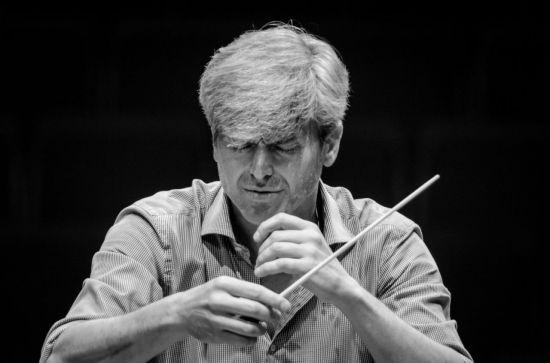 "[On Stage]""지휘자의 역할은 오케스트라를 매일 변화시키는 것"""