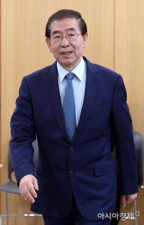 박원순 첫 선거운동…민주당 후보 지원 주력