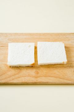 1. 식빵은 가장자리를 잘라낸다.