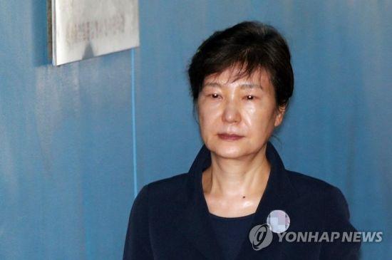 박근혜, '공천개입' 첫 정식재판에 불출석…19일도 불출석시 궐석재판