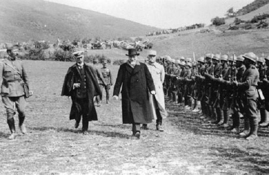 1차대전 당시 그리스 베니젤로스 총리가 전선시찰을 나온 모습.(사진=위키피디아)