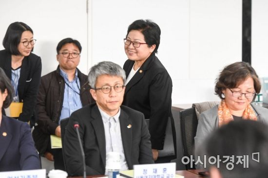[포토] 범정부 성폭력 근절 추진 협의회 참석한 정현백 여가부 장관
