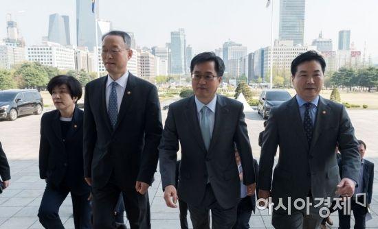 [포토] 일자리추경위해 국회 찾은 경제관련장관들