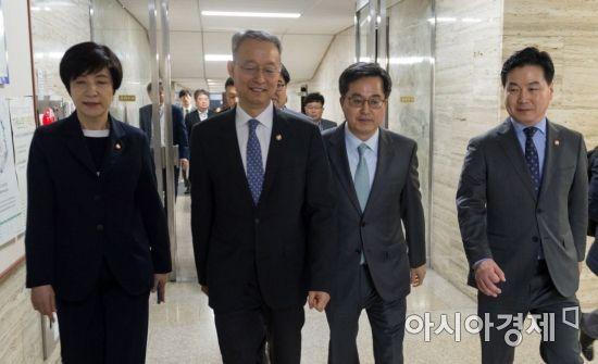 [포토] 국회 방문한 경제관련 장관들