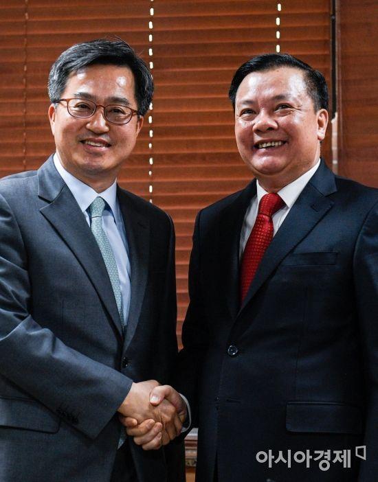 [포토] 환하게 웃는 김동연 경제부총리-띠엔 중 베트남 재무장관