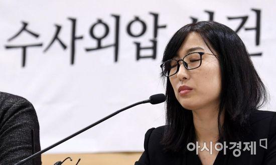 강원랜드 채용비리 수사 관련 외압 의혹을 폭로한 안미현 검사가 지난 15일 서울 서초구 변호사 교육문화회관에서 기자회견을 열고 그간 진행된 수사에 대한 입장과 의견을 제시하고 있다./김현민 기자 kimhyun81@