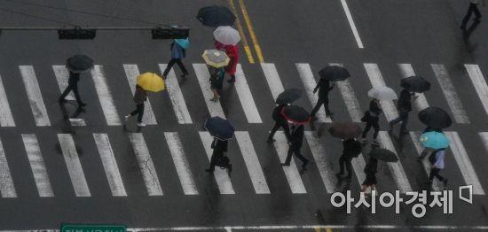 [포토] 비내리는 출근길