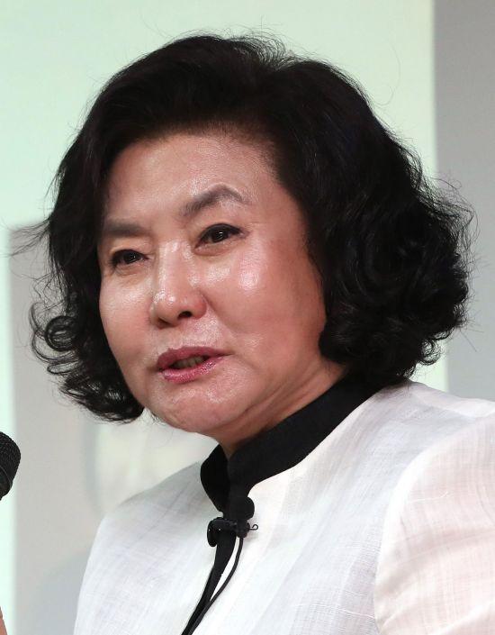 한국을 대표하는 한복 디자이너인 이영희 씨가 17일 별세했다. 향년 82세. 사진=연합뉴스