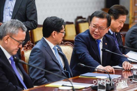 [포토] 대화하는 김부겸 행안부 장관-박상기 법무부 장