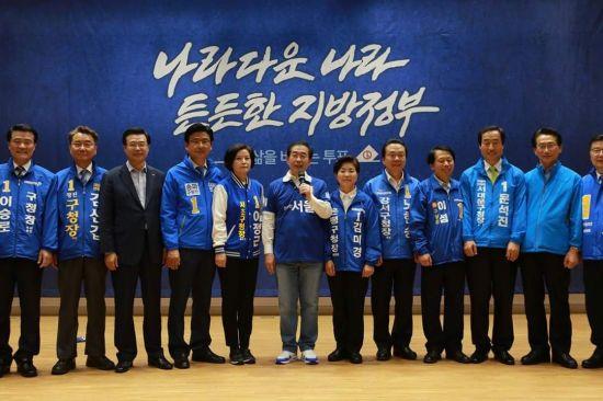 박원순 시장 후보와 이정근 후보(바로 왼쪽)