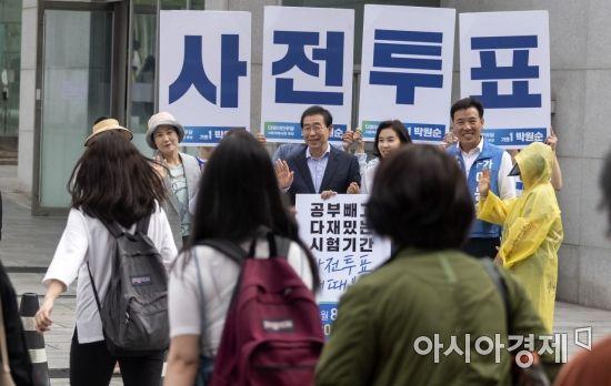 [포토] 사전투표 독려하는 박원순 후보