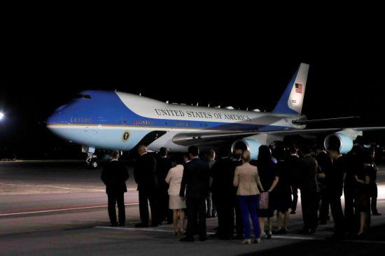 10일(현지시간) 싱가포르 파야 레바(Paya Lebar) 공군기지에 도착한 미국 대통령 전용기 에어포스원의 모습.(사진=연합뉴스)