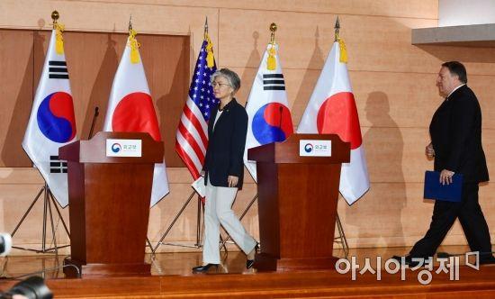[포토]기자회견 참석하는 강경화·폼페이오
