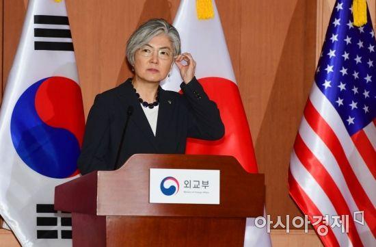 [포토]강경화 외교부 장관의 생각은?
