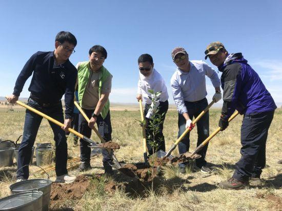 오비맥주, 몽골서 '카스 희망의 숲' 나무심기 봉사활동