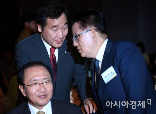 [포토] 대화하는 이낙연-박지원