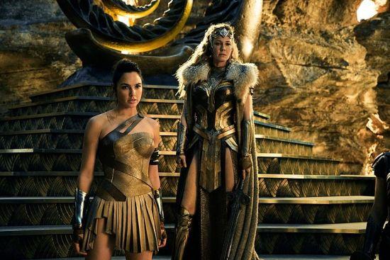 여성 영웅캐릭터의 상징인 원더우먼은 아마조네스 여전사를 모티브로 만들어졌다. 영화 원더우먼에서는 아마조네스들이 세운 데미스키라란 왕국의 공주로 등장한다.(사진=영화 '원더우먼' 스틸 이미지)