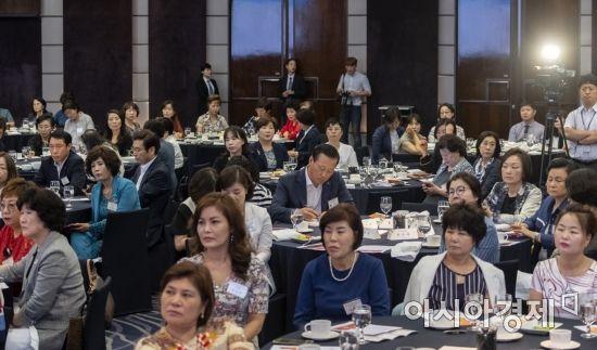 [포토] 홍영표 원내대표 강연 듣는 여성경제인들