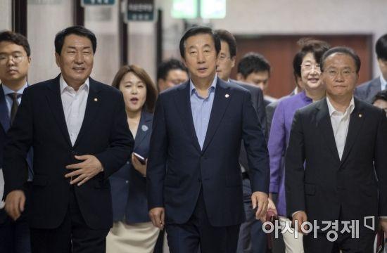 [포토] 회의 참석하는 김성태 대표대행