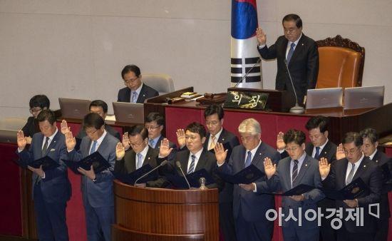 [포토] 국회의원 재보궐선거 당선인 '의원 선서'