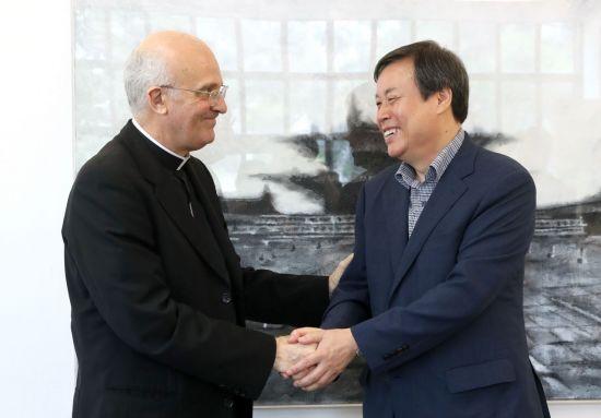 [포토] 도종환 문체부 장관, 주한 교황청 대사 면담