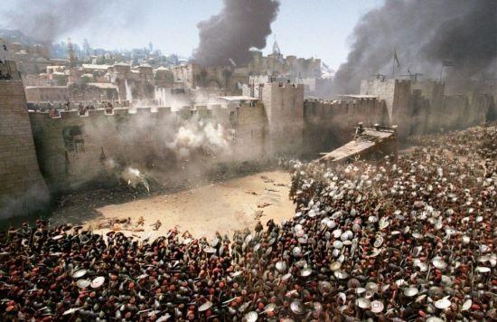 하틴 전투 이후 살라딘은 예루살렘을 포위, 공격해 항복을 받아내 예루살렘을 함락시켰으며 이로 인해 2차 십자군 이후 세워진 예루살렘 왕국은 멸망하고 유럽에서 3차 십자군이 결성되게 된다.(사진=영화 '킹덤 오브 헤븐' 장면 캡쳐)