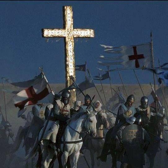 당시 십자군은 영화 '킹덤 오브 헤븐'에서 나온 전투장면에서처럼 '성십자가(True Cross)'라 불리는 거대한 십자가상을 이끌고 진군하면서 그 주위로 십자형태의 진형을 갖춘 채 똘똘뭉쳐 이동했다. 히틴 전투에서는 이 진형으로 한여름 한낮의 사막을 행군하는 바람에 참패의 원인이 되기도 했다.(사진= 영화 '킹덤 오브 헤븐' 장면 캡쳐)