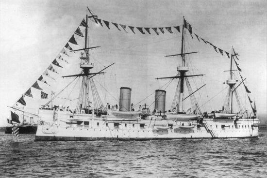 1883년 진수돼 1885년 취역했던 제정러시아의 장갑순양함, 드미트리 돈스코이호의 취역당시 모습. 배수량 6000톤급 함선으로 범선이 증기선으로 교체되는 시점에 취역해 돛대가 달려있는 것이 특징이다.(사진=위키피디아)