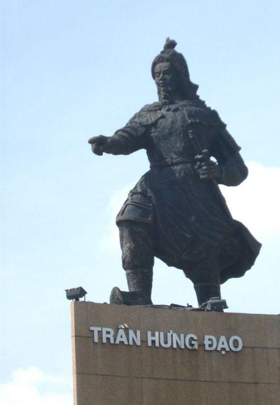 베트남 호치민시에 위치한 쩐흥다오 장군 동상 모습(사진=위키피디아)