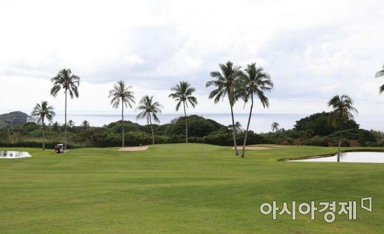 해외에서 골프를 칠 때는 반드시 프로숍이나 프런트 데스크에서 예약을 해야 한다.